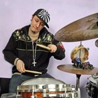 Adam Deitch(batería)